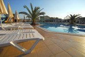 Lekker relaxed bij een zwembad
